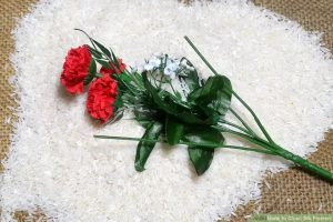 Mẹo hay làm sạch hoa lụa siêu dễ dàng.